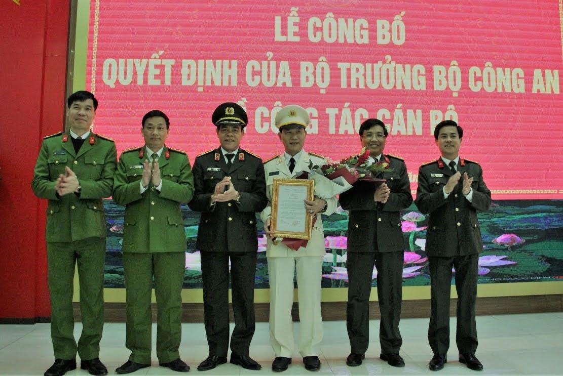 Ban giám đốc Công an tỉnh Nghệ An chúc mừng Đại tá Lê Văn Thái