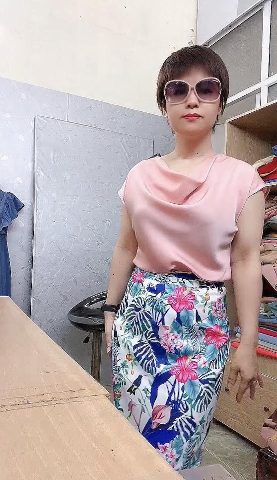 Áo cổ đổ phối đồ với chân váy bút chì và vá xòe thời trang thủy hà nội