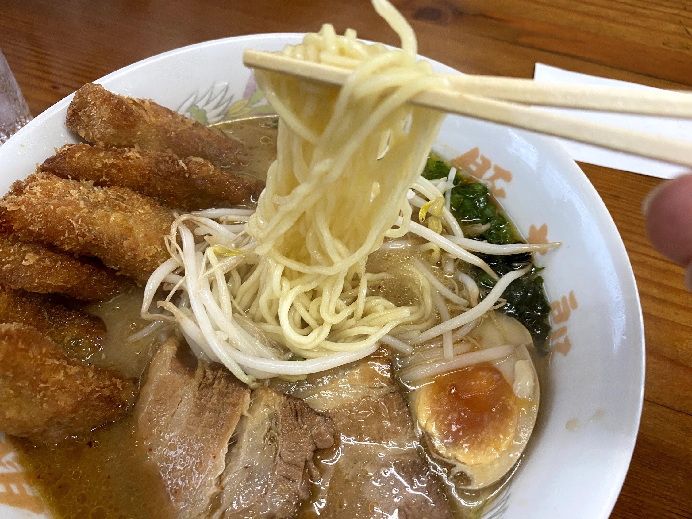 豚太郎宮ノ口店みそカツラーメンストレート細麺