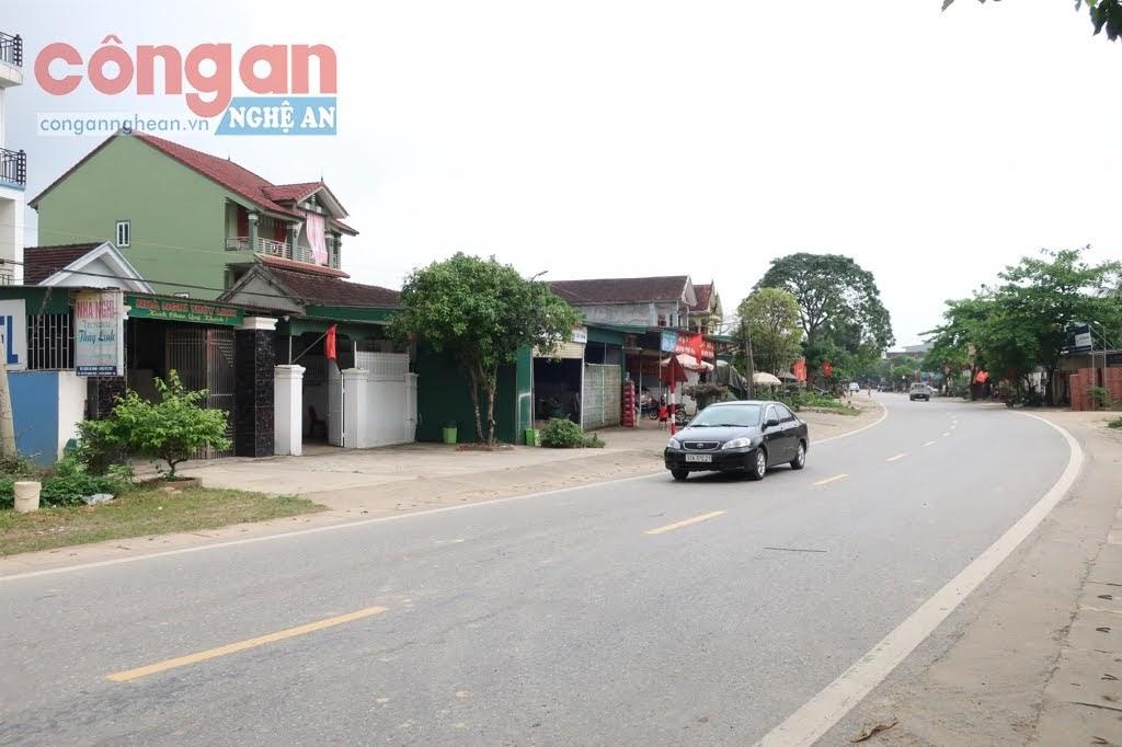 Dọc theo Quốc lộ 46 đoạn qua          xã Thanh Thủy, nhiều hộ gia đình được cấp bìa đỏ nhưng nhiều          hộ lại chưa được cấp