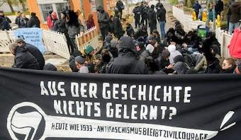 Demo, Transparent: «Aus der Geschichte nichts gelernt? Heute wie 1933 – Antifaschismus bleibt Zivilcourage.».
