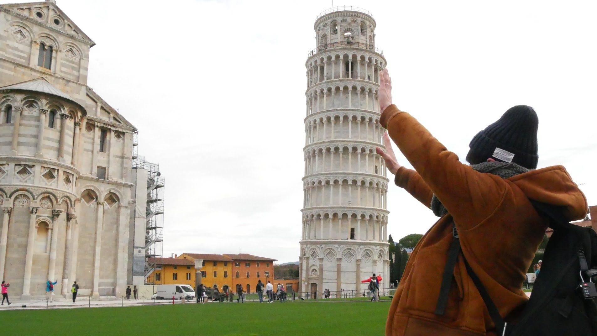 ピサの斜塔で面白写真