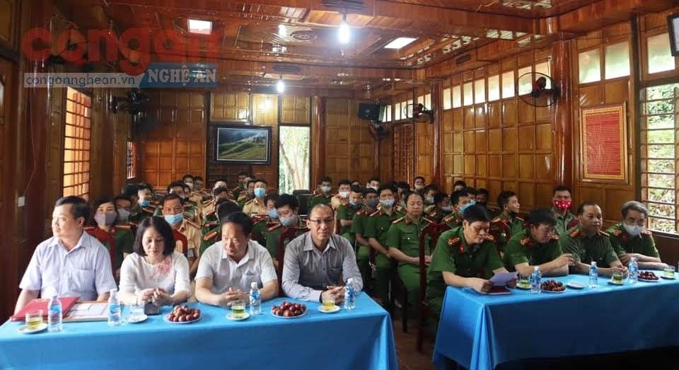 Các đại biểu tại lễ trao thưởng
