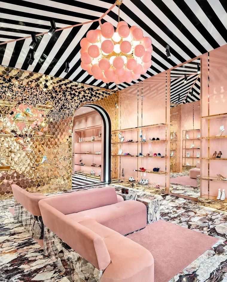 Thiết kế shop giày sang trọng