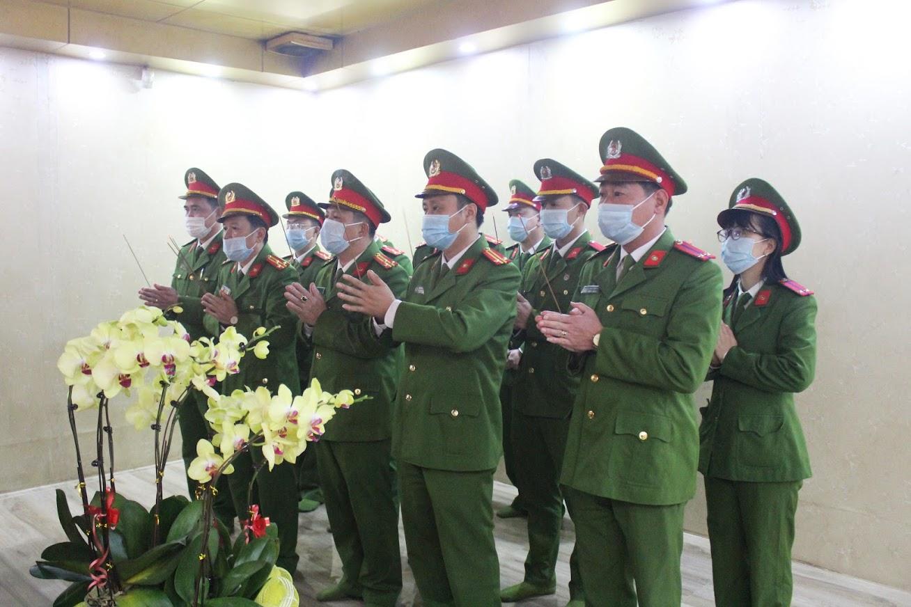Phòng Cảnh sát Cơ động Công an tỉnh dâng hương trước anh linh Chủ tịch Hồ Chí Minh