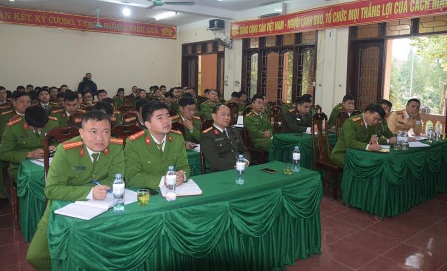 Hơn 100 CBCS Công an huyện Quỳ Châu tham dự Hội nghị tập huấn.