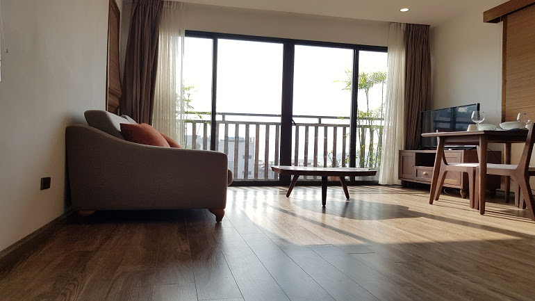 Lake view one bedroom apartment with balcony in Tu Hoa street, Tay Ho district for rent