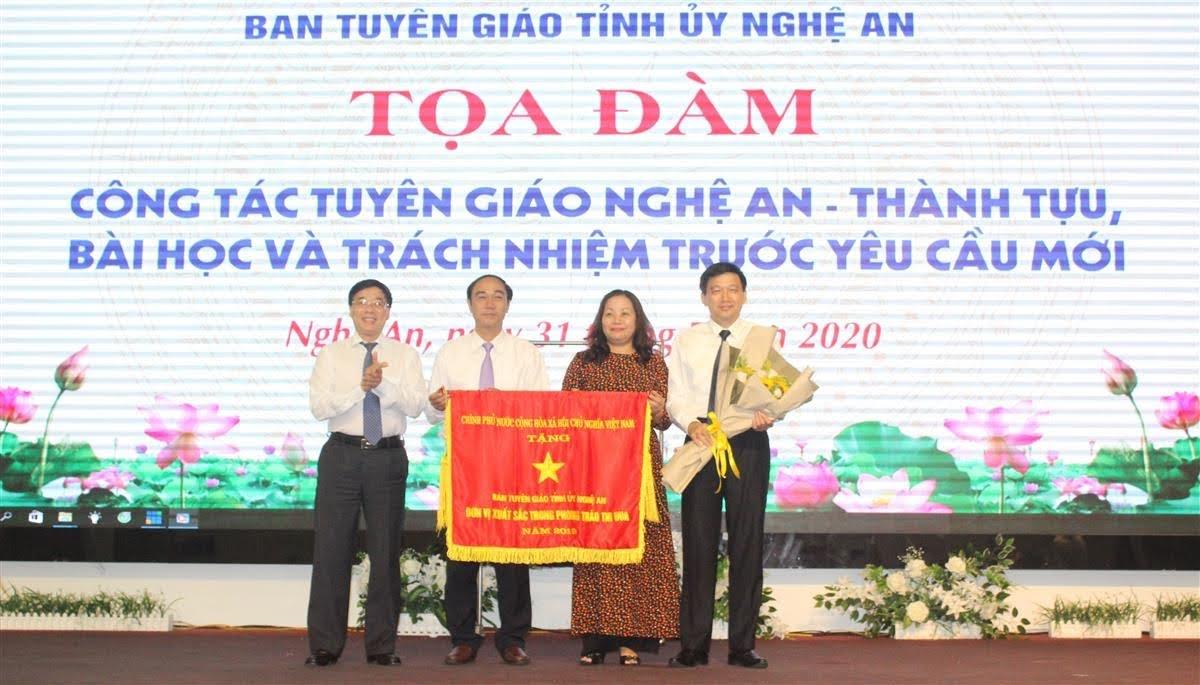 Tặng Cờ thi đua của Thủ tướng Chính phủ cho Ban Tuyên giáo Tỉnh ủy Nghệ An    Tặng danh hiệu Chiến sỹ Thi đua cấp tỉnh của UBND tỉnh cho 3 cá nhân Ban Tuyên giáo Tỉnh ủy
