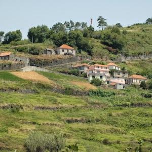 Een prachtige plek. Bij het zien van dit huis (rechts in heet gehucht) waren we zo overstag: we gaan naar Madeira!