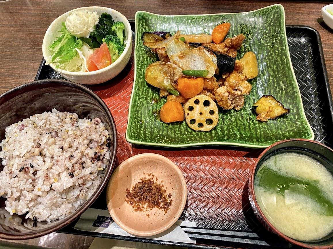 大戸屋・鶏と野菜の黒酢あん定食