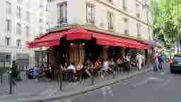 エミリー、パリへ行く w datant Lulu la nantaise