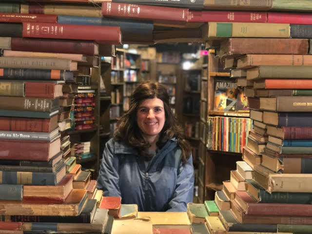 Isabel, Viajes de Libro