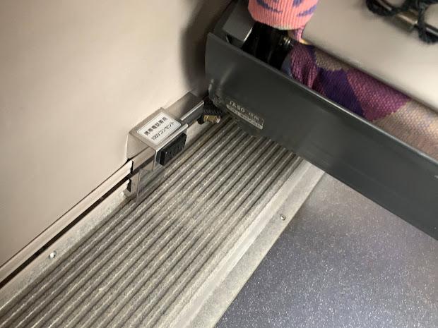充電用コンセント(窓側席)