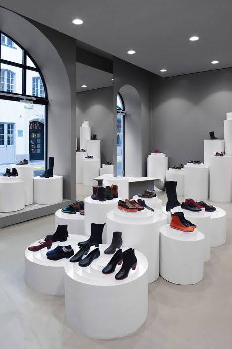 thiết kế shop giày cao cấp