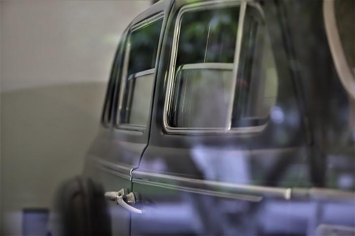 Thân xe rộng 2m, dài 6,1m và được trang bị thêm lớp thép chống đạn dày 8mm cùng lớp kính dày 70mm. Nhờ vậy, xe có khả năng chống đỡ những đầu đạn và mảnh vũ khí hạng nhẹ.