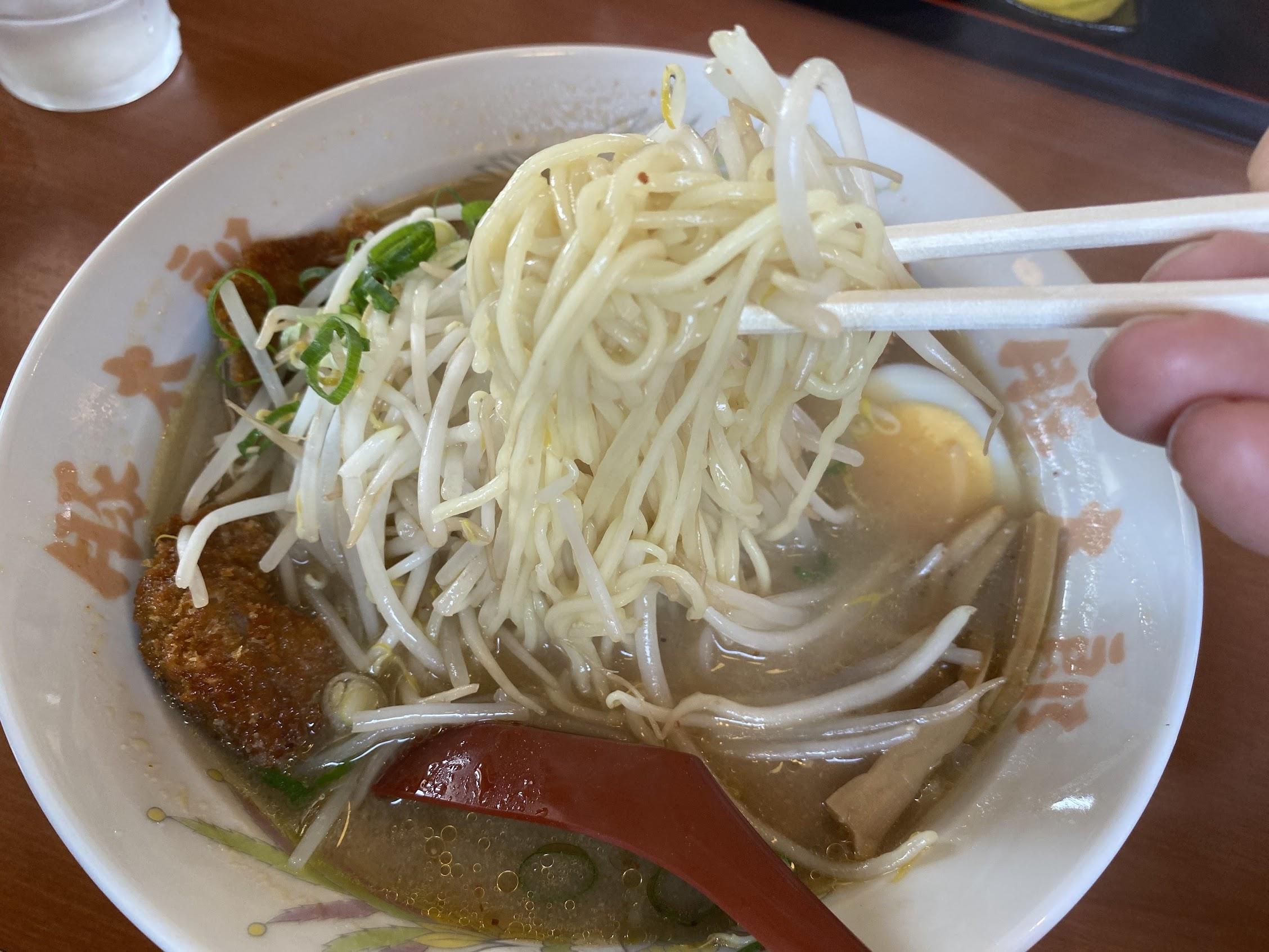 豚太郎南国バイパス店味噌カツラーメンストレート麺