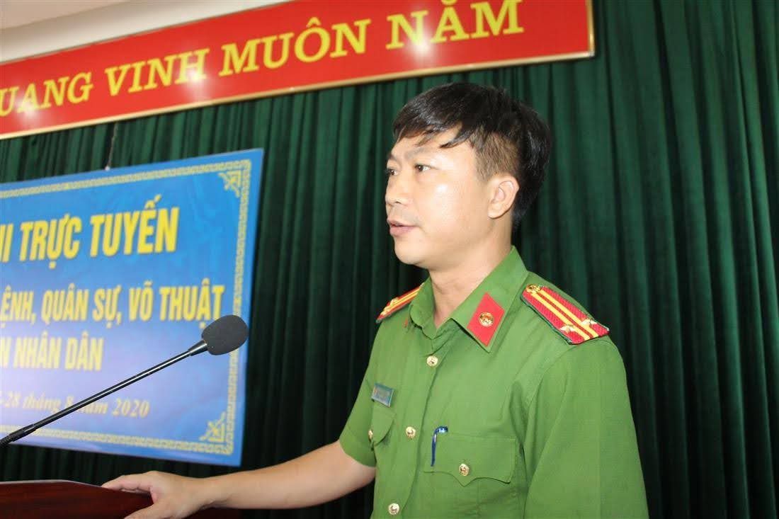 Trung tá Nguyễn Công Dung – Phó Giám thị Trại tạm giam -  Trưởng Ban chỉ đạo cuộc thi công bố kết quả thi qua các vòng loại.