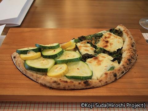 西鉄 6050形改造「THE RAIL KITCHEN CHIKUGO」 ズッキーニと大葉のピザ