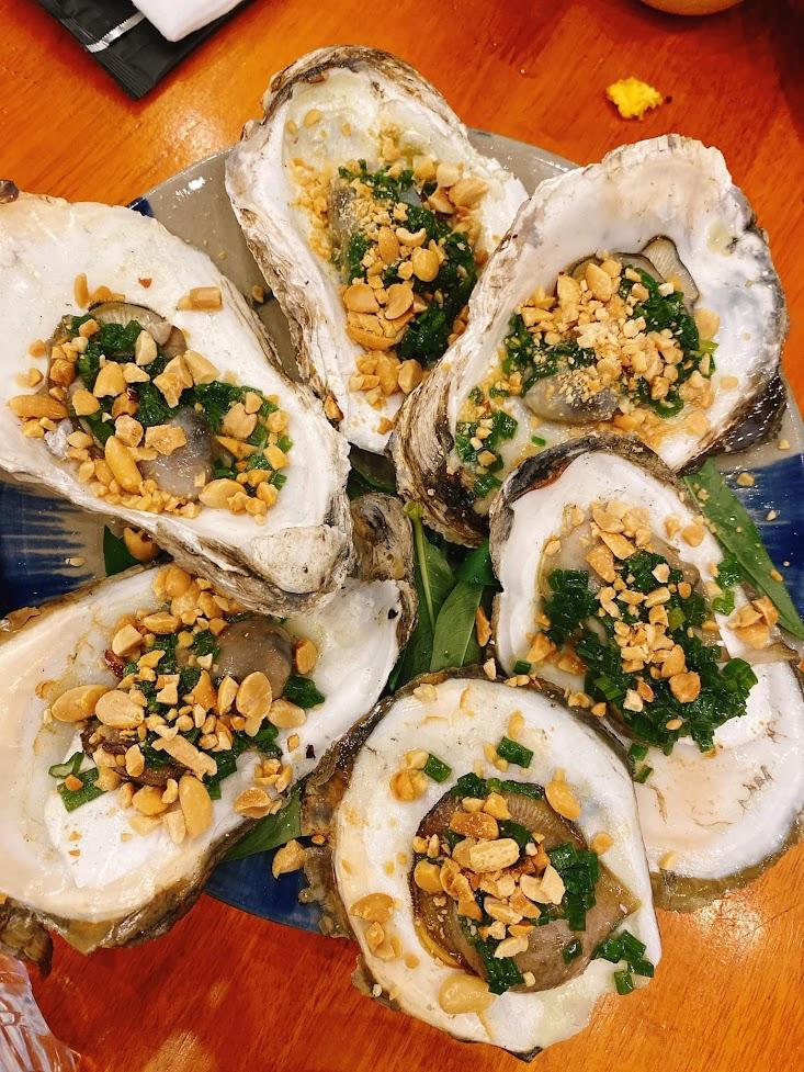Hàu nướng mỡ hành Làng Nướng Tre Việt ở Lê Văn Quới, Bình Tân