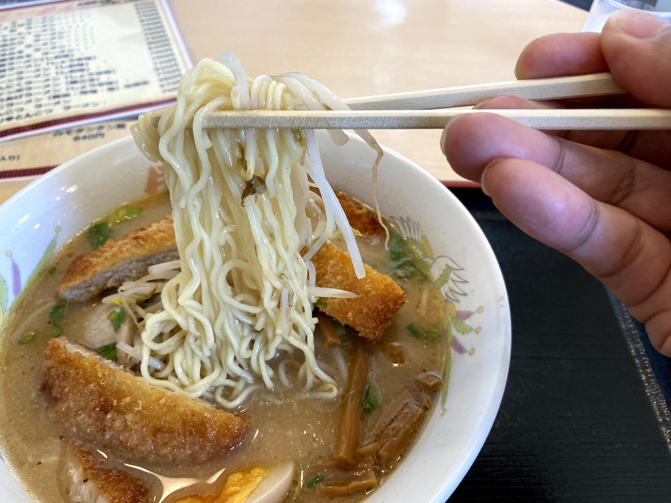 豚太郎大津店味噌カツラーメンストレート麺