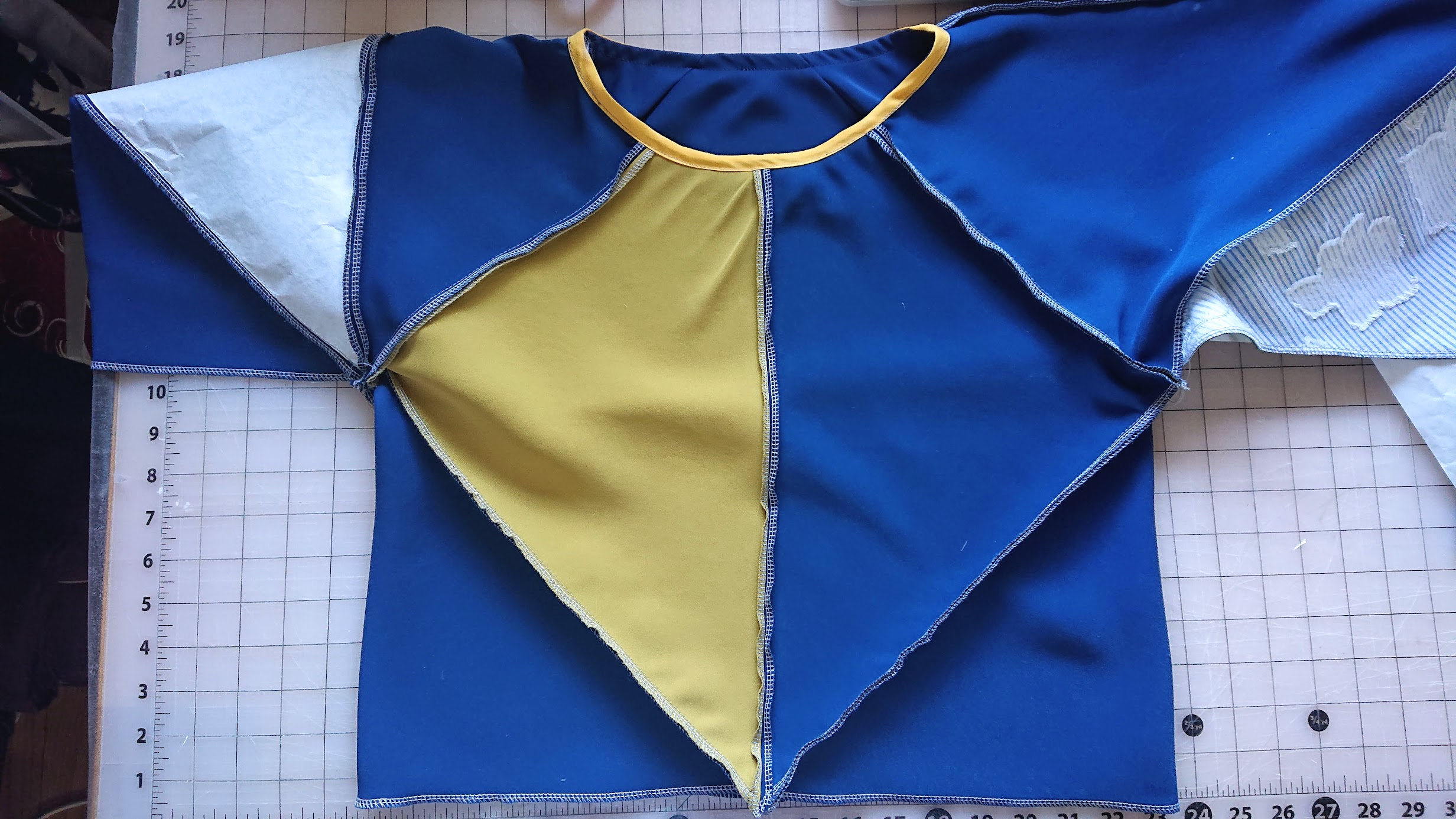 Before assembling sides and sleeves of 6-Square Origami Top | FAFAFOOM STUDIO