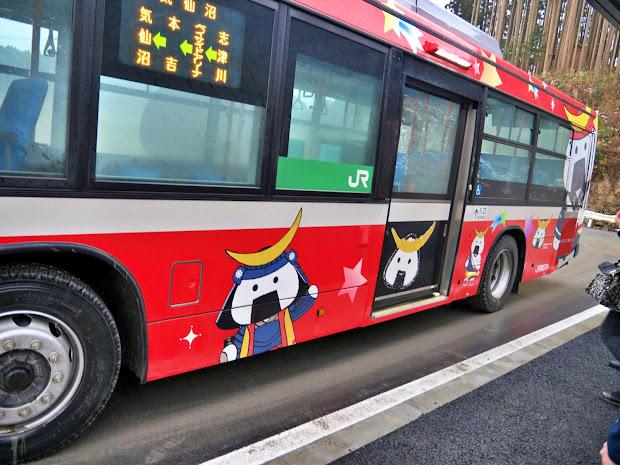 BRT車両ラッピング(むすび丸、出入口側の側面)