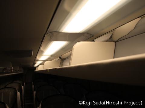ウィラーエクスプレス_大阪「リボーン」 729_11 中央列荷物棚