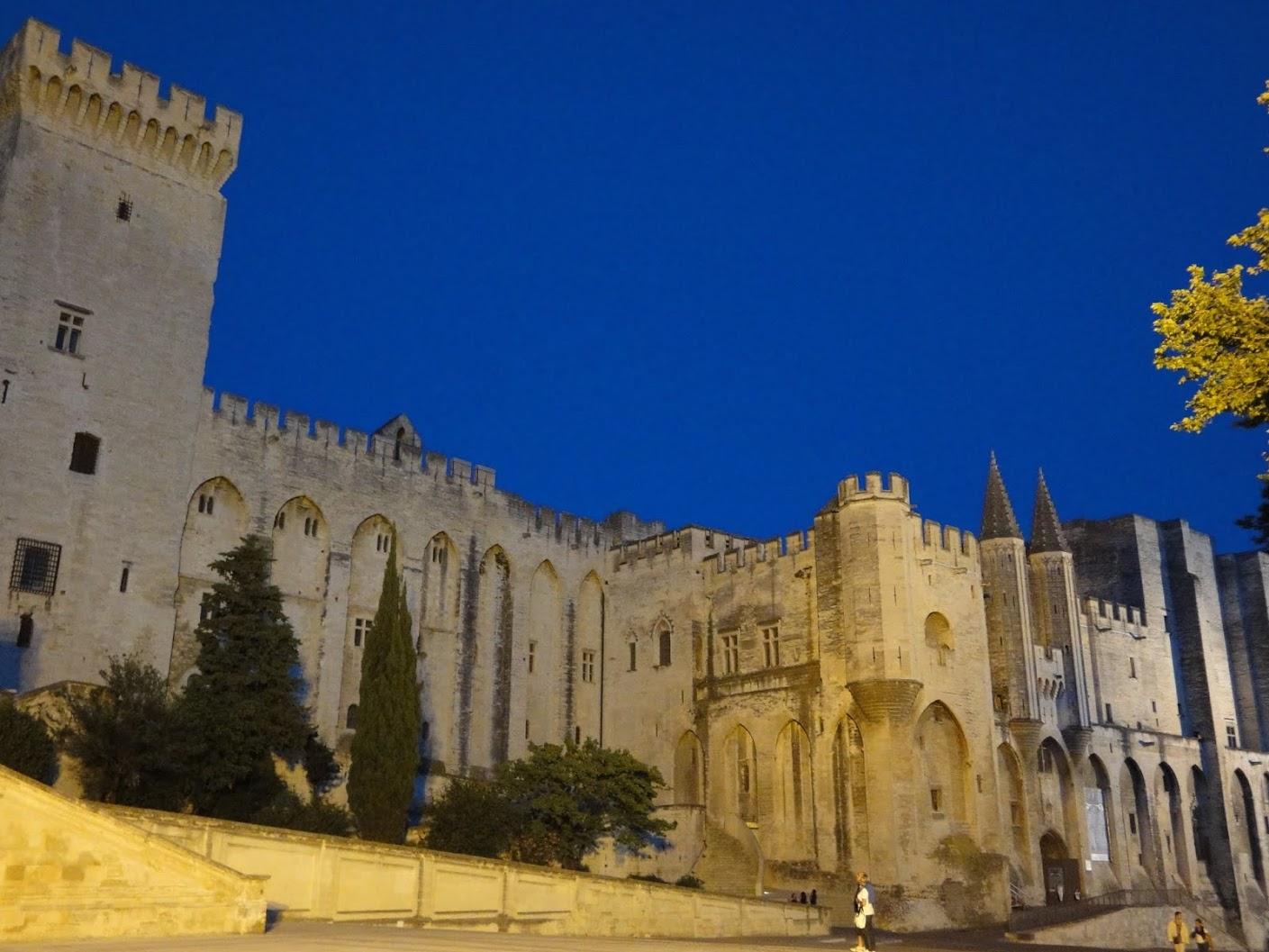 Palais des Papes by night à Avignon