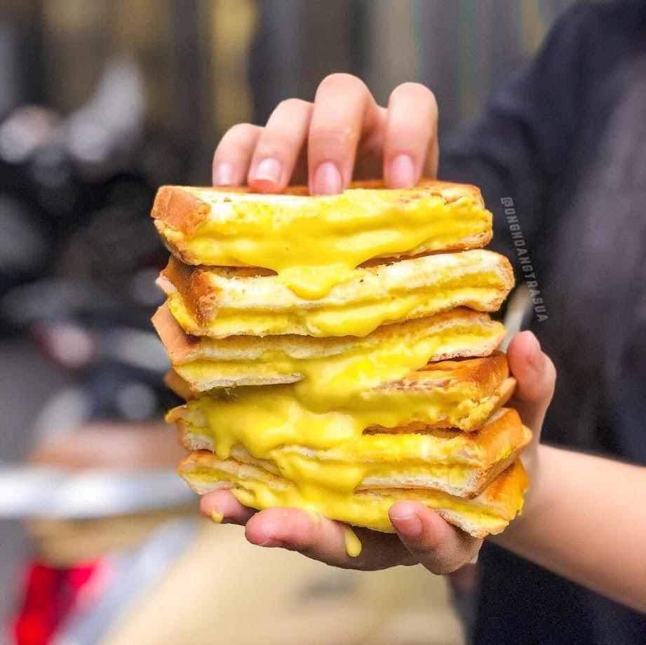 Sandwich trứng muối tan chảy chợ Hồ Thị Kỷ