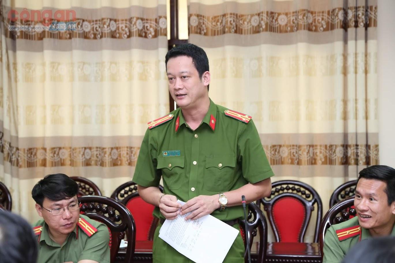 Thượng tá Nguyễn Đức Cường, Trưởng công an TP Vinh phát biểu tại buổi làm việc.