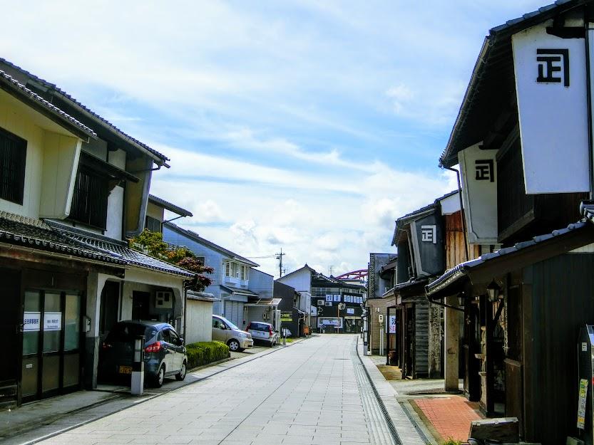 石畳の通りに商家が連なる城下町『三次』