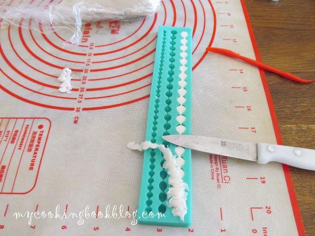 оформяне на захарни перли с помощта на силиконова форма