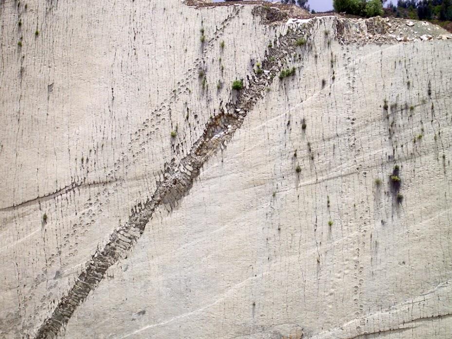 Car Orko, a parede das pegadas dos dinossauros