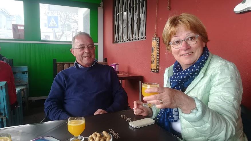 Mieke en Wick met een poncha bij Bar Formiga!
