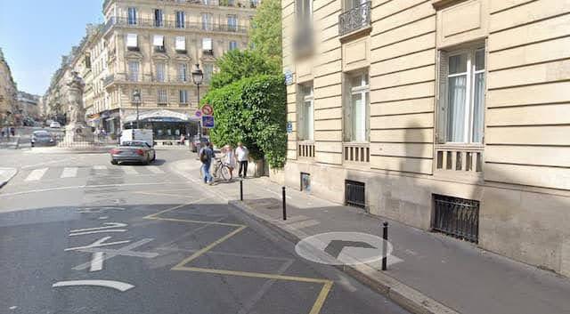 エミリー、パリへ行く ポスター発券