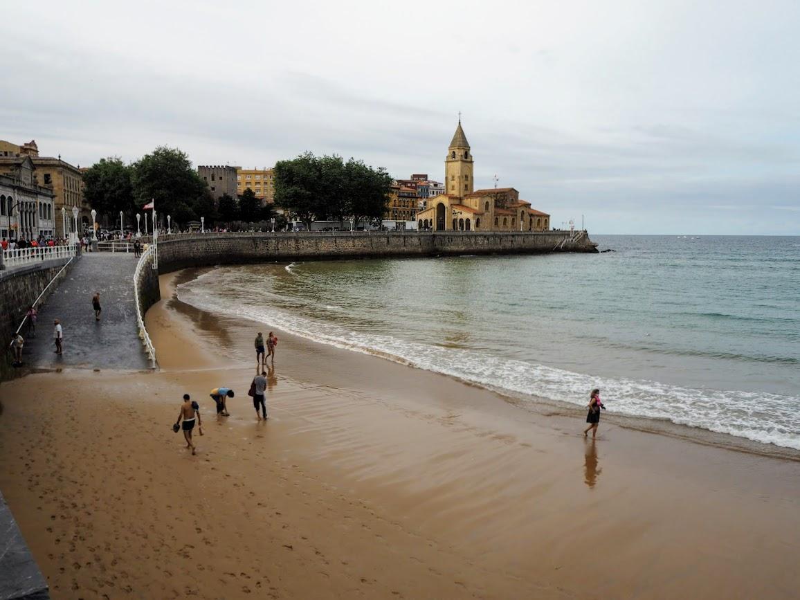 playa de san lorenzo gijón