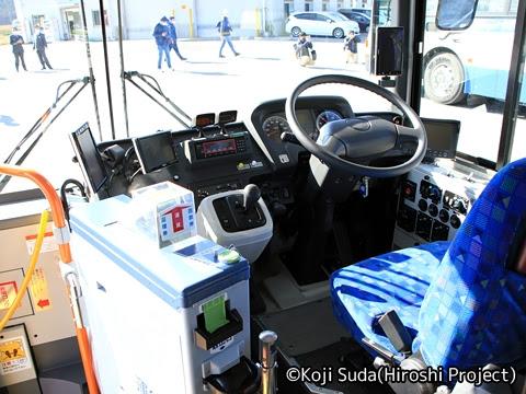 JRバス関東 白河 日野ブルーリボン連節バス 2170 運転席回り_01