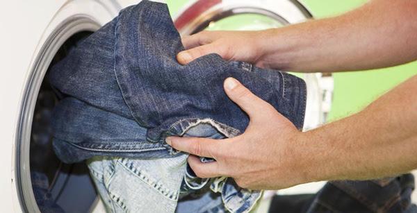Nên hay không giặt quần jean bằng máy giặt?
