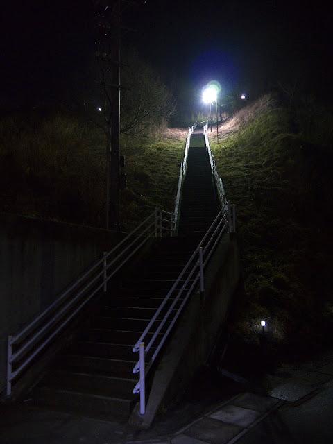 志津川中学校に向かう大階段