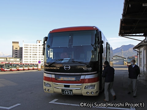 長電バス「ナガデンエクスプレス」大阪線 1453 湯田中駅到着_01