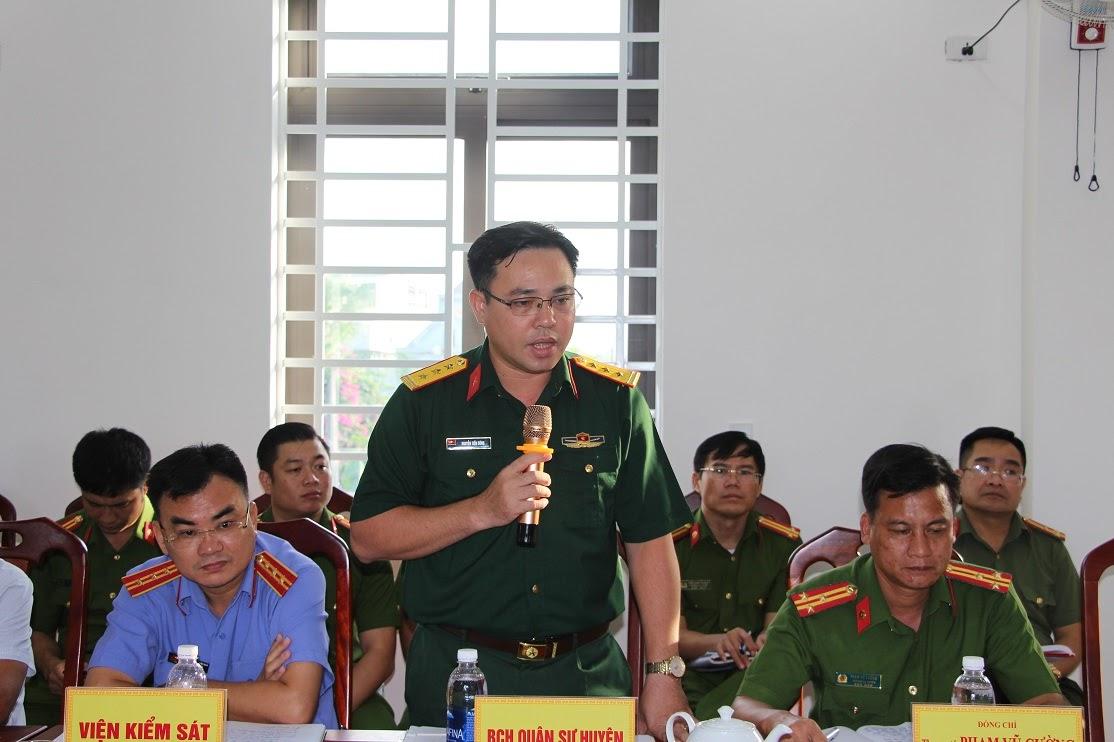 Đại diện Ban Chỉ huy Quân sự huyện phát biểu ý kiến