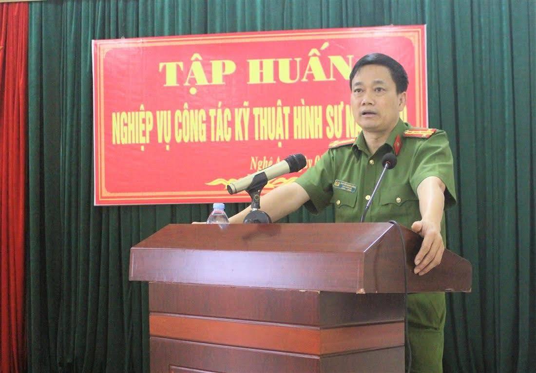 Đại tá Nguyễn Mạnh Hùng, Phó Giám đốc Công an tỉnh biểu dương tinh thần trách nhiệm của giáo viên, học viên tham gia lớp tập huấn