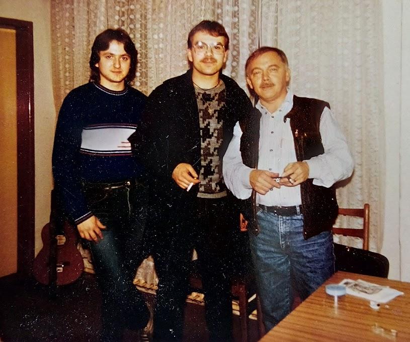 Na fotografii je Karel Kryl s Paradovcami