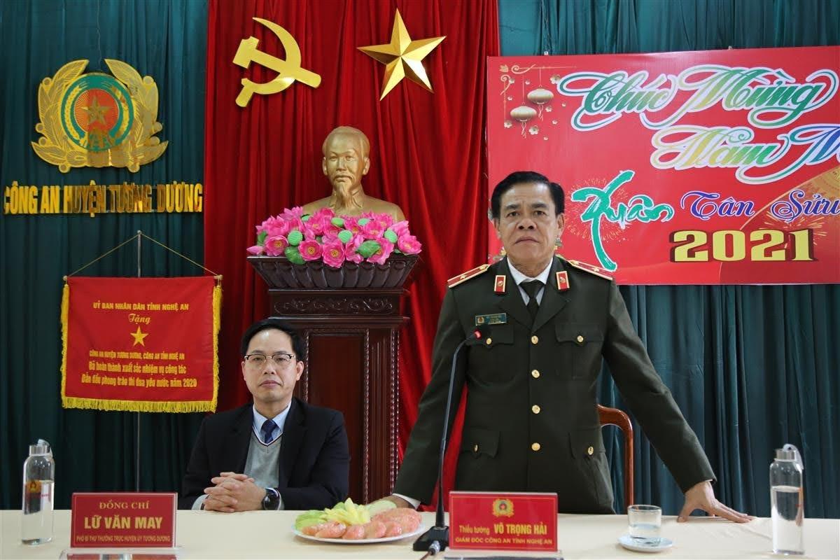 Thiếu tướng Võ Trọng Hải ghi nhận, đánh giá cao những kết quả mà Công an huyện Tương Dương đạt được trong thời gian qua và chúc tết CBCS nơi đây