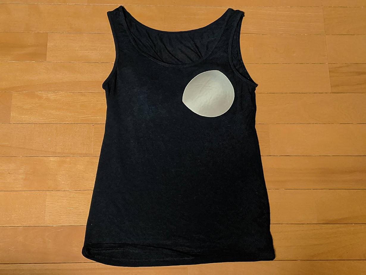 昔のピースフィットの画像 左胸のカップを外に出しているカップは半月型