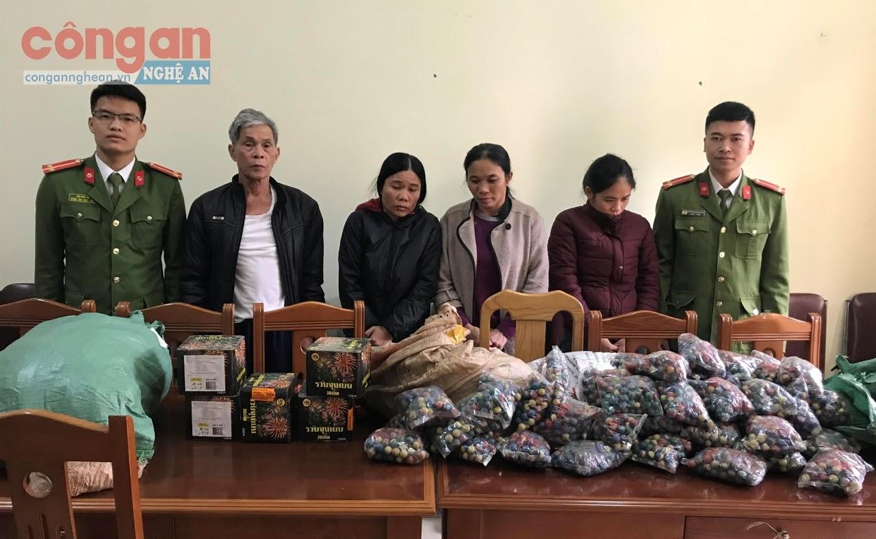 4 đối tượng (X) trú tại huyện Quỳnh Lưu bị bắt vì liên quan đến pháo nổ,                   thu giữ 259 kg pháo các loại