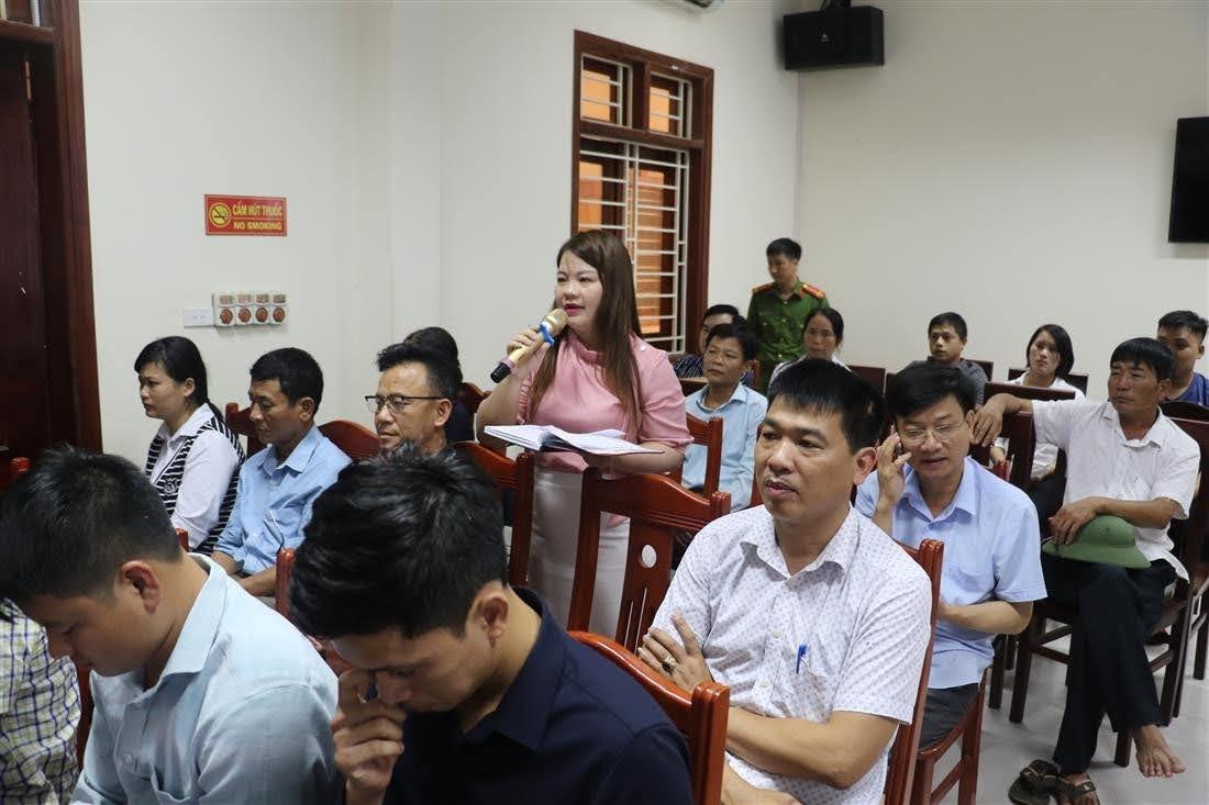 Một chủ doanh nghiệp trên địa bàn thị xã Hoàng Mai đóng góp ý kiến về công tác Cải cách hành chính