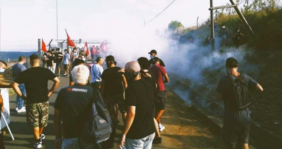 MUOS - Lacrimogeni sui dimostranti