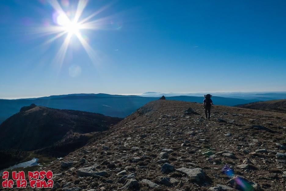 Recorriendo la loma del Pico Llanos de la Sierra.