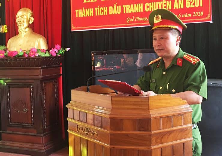 Đồng chí Thượng tá Cao Thanh Hải – Trưởng Công an huyện báo cáo tóm tắt quá trình đấu tranh chuyên án.